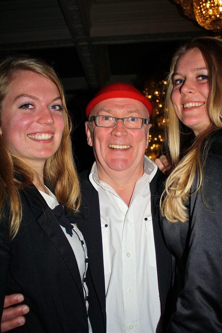 Harry Slinger en dochters Suzan (l) en Anna: 'Laat Daniël maar lekker acteren.' Beeld