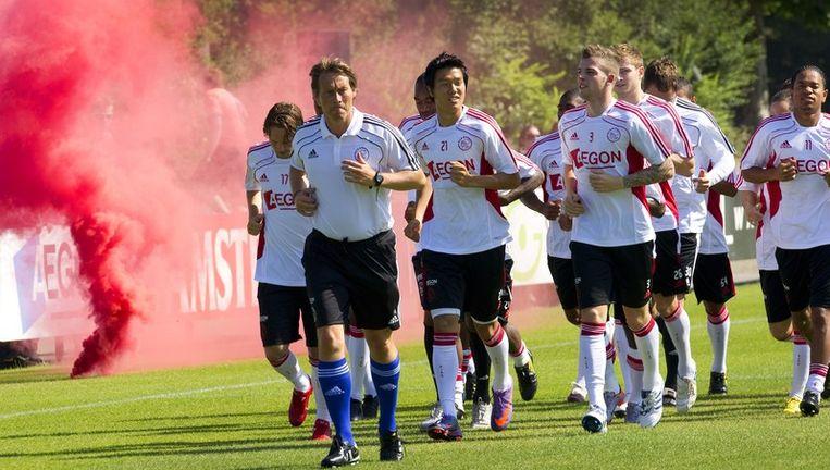 De selectie van Ajax tijdens de eerste training van Ajax ter voorbereiding op het nieuwe seizoen. Foto ANP, 27 juni 2010 Beeld