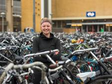 Betalen voor fonkelnieuwe fietsenstalling station Driebergen-Zeist? 'Studentonvriendelijk', vindt Maartje (21)