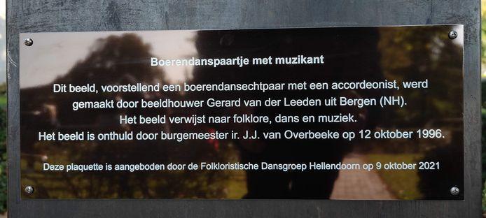 De tekst van de plaquette, die zaterdag werd onthuld.