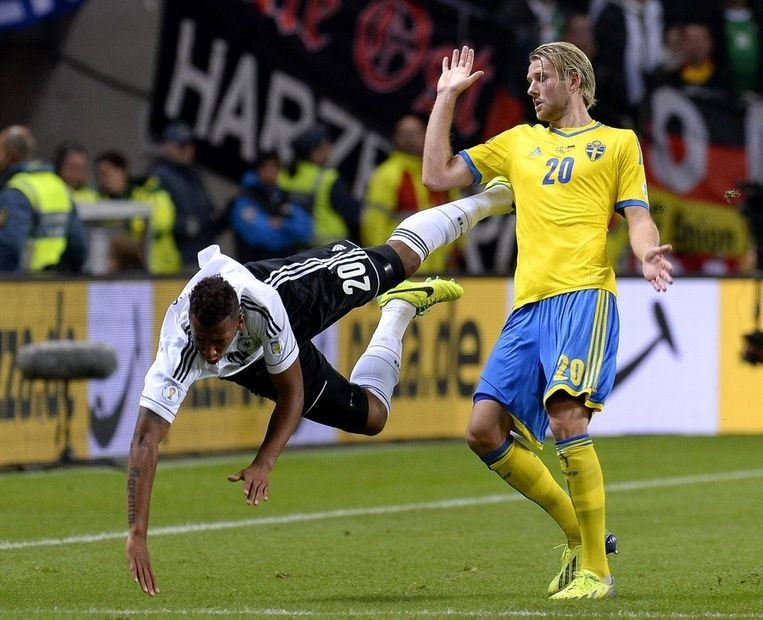 Ola Toivonen (rechts) in actie tegen Duitsland. Beeld AFP