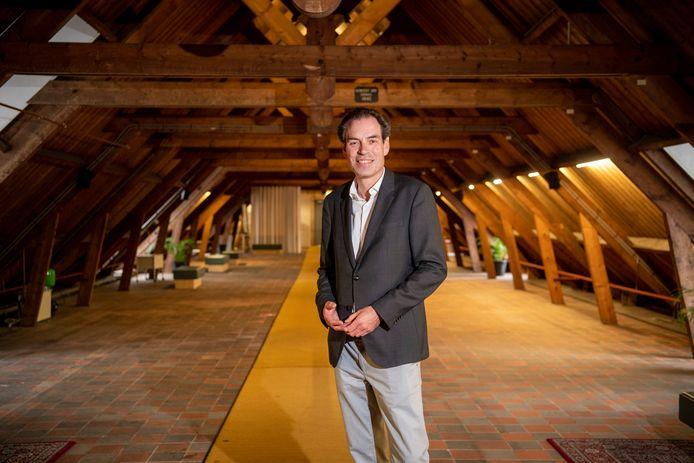 Museumdirecteur Michel van Maarseveen op de opgeruimde zolder van het stallencomplex bij Paleis Het Loo.