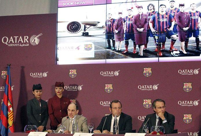 Vlnr: Akbar Al Baker (CEO Qatar Airways), Sandro Rosell en Javier Faus (Voorzitter en vicevoorzitter bij FC Barcelona) op de persconferentie.