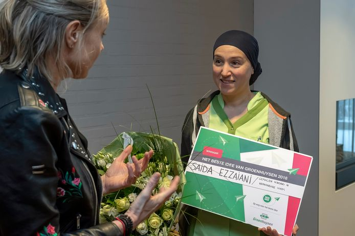 Vorig jaar won Saida Ezzaiani (rechts) de wedstrijd voor haar idee 'Gemalen voeding in herkenbare vorm'.