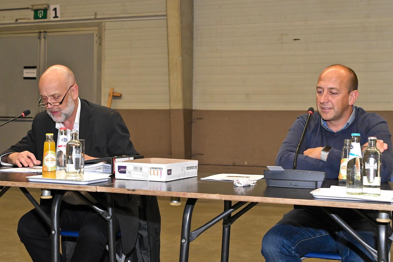 Steve Dejan (rechts), voorzitter van de sociale huisvestingsmaatschappij De Leie.