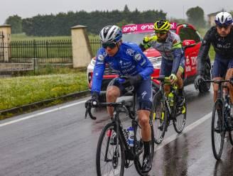LIVE GIRO. Kopgroep met 25 renners, onder wie vier Belgen, rijdt weg - Roze trui Ganna doet kopwerk in het peloton