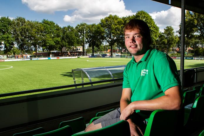 Rock Kemper zet zich als vrijwilliger onder meer in voor de voetbalvereniging in zijn woonplaats Heeten.