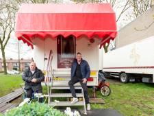 Oliebollenbakkers strijken met woonwagens neer in Eper woonwijk: 'Zijn met open armen ontvangen'