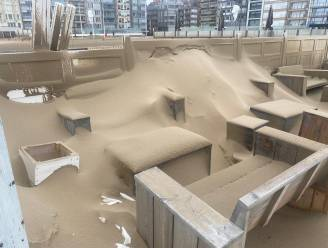 """Strandbars worden zandbars na doortocht storm Odette, takeldiensten hebben handen vol met stilgevallen wagens: """"Nooit gezien"""""""