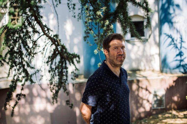 De beelden van de aanslag achtervolgen Christophe Naudin, leraar geschiedenis in de Parijse banlieue, nog steeds.  Beeld Bart Koetsier