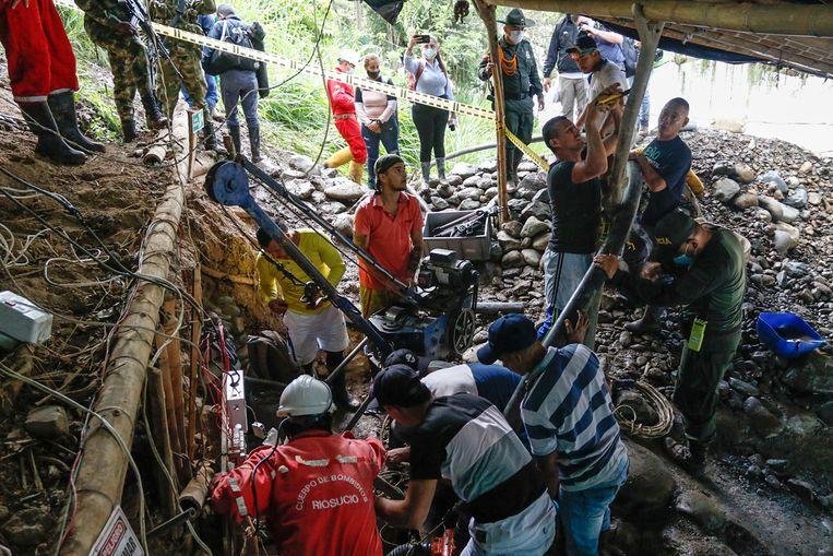 De race tegen de klok om de elf mijnwerkers te bevrijden, mocht helaas niet baten. Afgelopen zaterdag werd het eerste lichaam aangetroffen. Beeld EPA