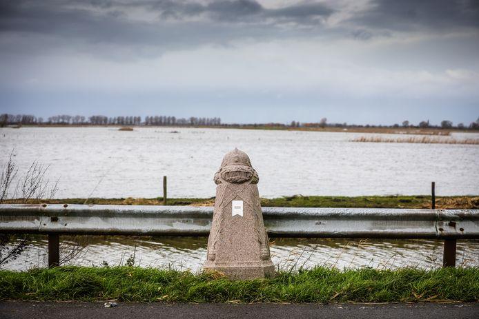 Bij dit oorlogsmonument tussen Merkem en Noordschote kan je niet anders dan terugdenken aan de onderwaterzetting en wat de militairen toen hebben meegemaakt. Vandaag is het gelukkig een vredig landschap.