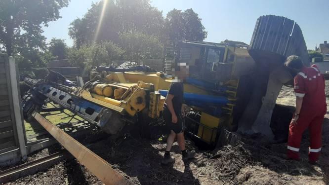 Kraan van 50 ton zakt in verborgen waterput in Meersstraat
