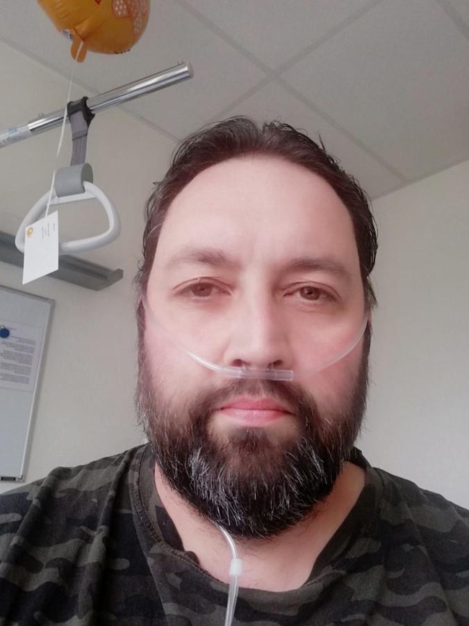 Coronapatiënt Metin Verdoold in het SKB-ziekenhuis in Winterswijk.