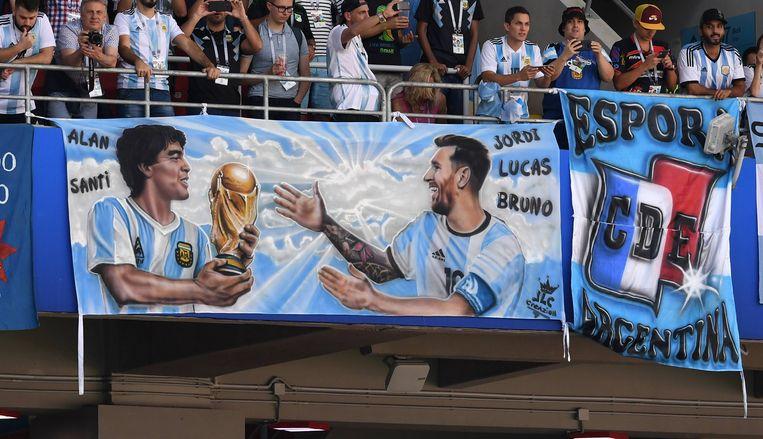 Diego en Lionel, twee Argentijnse voetbaliconen. Maar wie is de beste?  Beeld BSR Agency