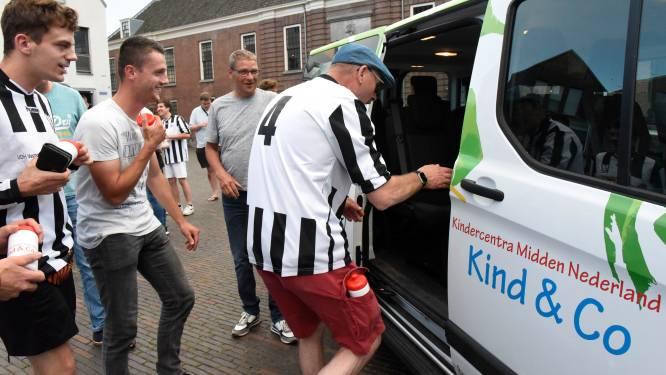Cool! Deze voetballers met beperking krijgen eigen spelersbus (met dank aan René van der Gijp)