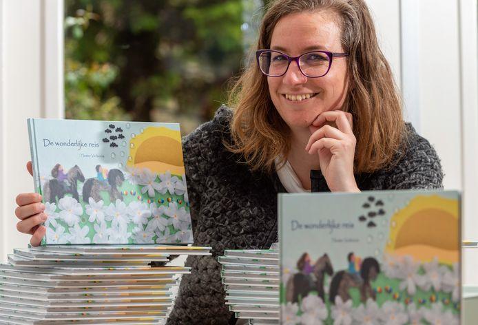 Hester Verbene schreef en illustreerde tijdens het ziekteproces van haar zoon het prentenboek De wonderlijke reis.