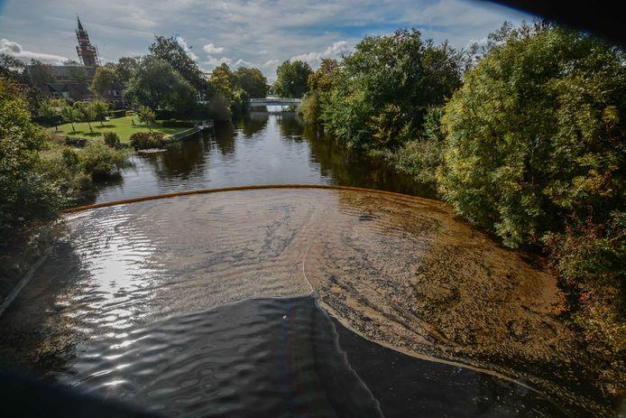 De verontreiniging van het afwateringskanaal in Farmsum. GroenLinks Overijssel stelt vragen aan de provincie., met betrekking tot de opslagplaats in Hardenberg.