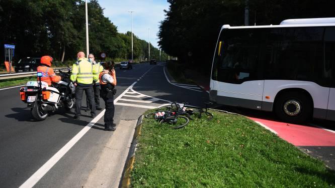 17-jarige wielrenster van Oostenrijks nationaal wielerteam aangereden door bus terwijl ze WK-parcours (in verkeerde richting) verkent