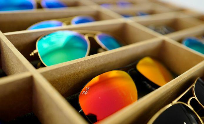 Met Ray-Ban zonnebrillen wordt massaal gefraudeerd.