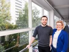 Unieke combi in Tilburg: senioren wonen samen met jongeren met autisme, 'kletsen en ICT-problemen oplossen'
