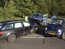 Drie auto's botsen met elkaar op Hamelandroute