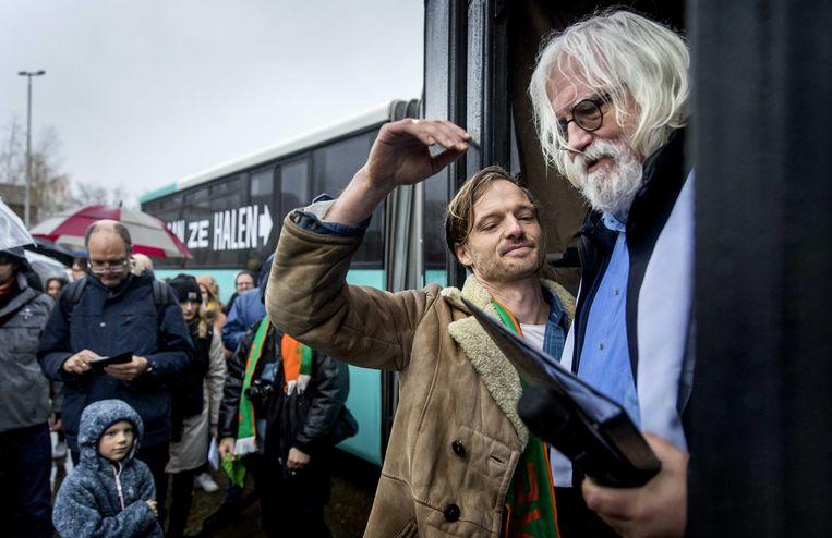 Rikko Voorberg (links), voorzitter van de stichting We Gaan Ze Halen  vanochtend in Utrecht.