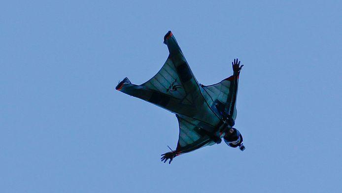 Een wingsuit-valschermspringer, hier in Zuid-Afrika (Archieffoto)