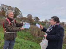 Kruidenhof te Mallum krijgt 'groene lintje' van GroenLinks Berkelland