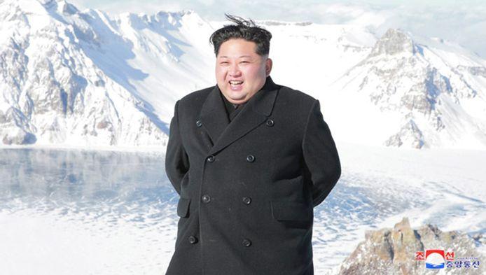 """Visiblement, le mont Paektu, volcan actif à la frontière entre la Corée du Nord et la Chine, voulait """"montrer sa joie à l'apparition du commandant éminemment illustre qui contrôle la nature"""". Situé à 2744 mètres, il occupe une place particulière dans la culture nord-coréenne."""