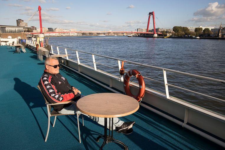 Dakloze Johan Frickus  (52), die op het cruiseschip MS Allegro verblijft.   Beeld Arie Kievit