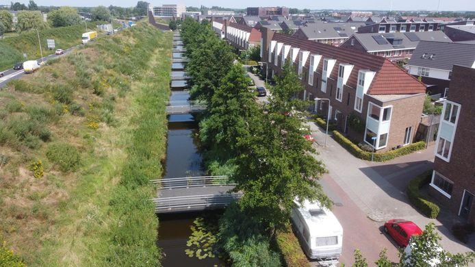 De Veenendaalse bruggen eindigen in de geluidswal.