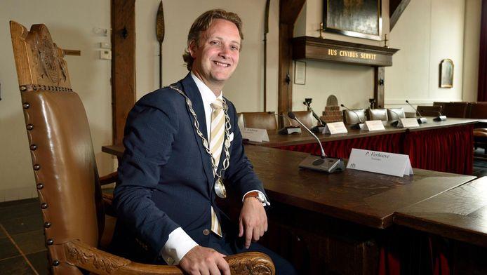 De burgemeester van Oudewater,Pieter Verhoeve.