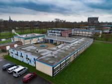 Leerlingen Ichthus College Kampen in noodlokalen tijdens bouw nieuwe campus
