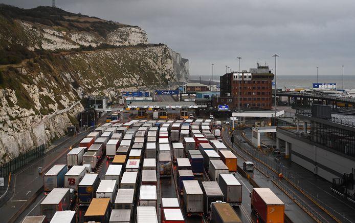 Sinds zondagnacht is de haven van Dover gesloten voor al het vertrekkende verkeer.