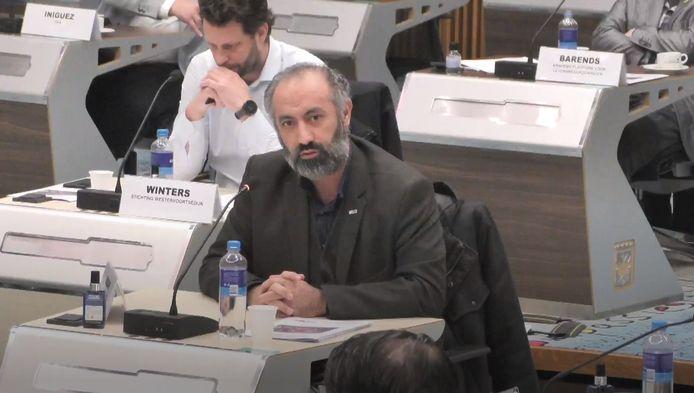 Voorzitter Bahaeddin Budak van de Islamitische Unie Arnhem, die met de Ayasofya-moskee naar de Westervoortsedijk wil, staat de gemeenteraad van Arnhem te woord.