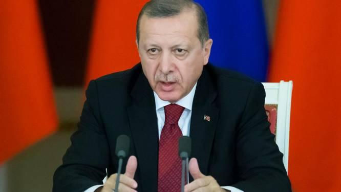 """""""Nederland is fascistisch en nazistisch"""": Erdogan woedend na Nederlandse weigering om Turkse minister binnen te laten"""