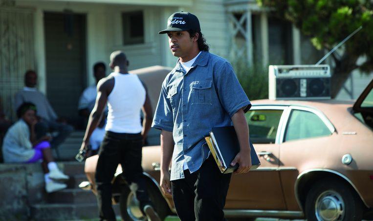 Scène uit 'Straight Outta Compton'. De rol van Ice Cube wordt gespeeld door zijn zoon, O'Shea Jackson Jr. Beeld RV