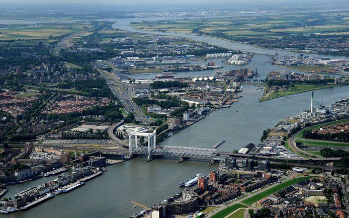 De economie van de Drechtsteden speelt zich voor een groot deel af rond het water.