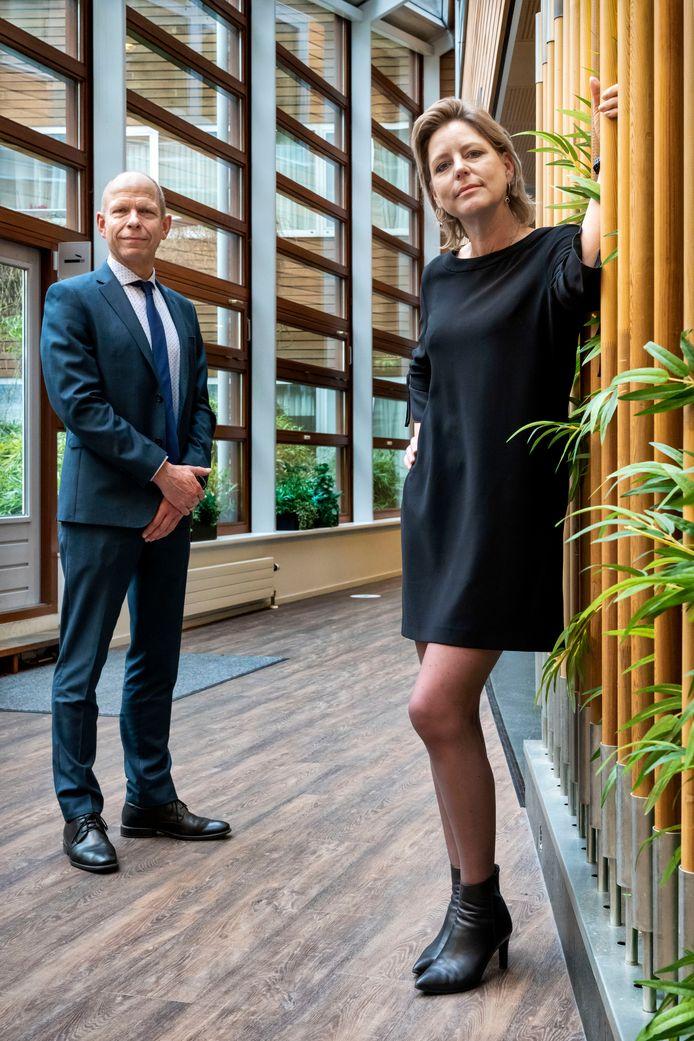 Topman Gerrit van der Burg van het Openbaar Ministerie en Rianne Letschert, rector-magnificus van de Maastricht University verwachten dat met het nieuwe wetboek strafprocessen minder lang hoeven te duren.
