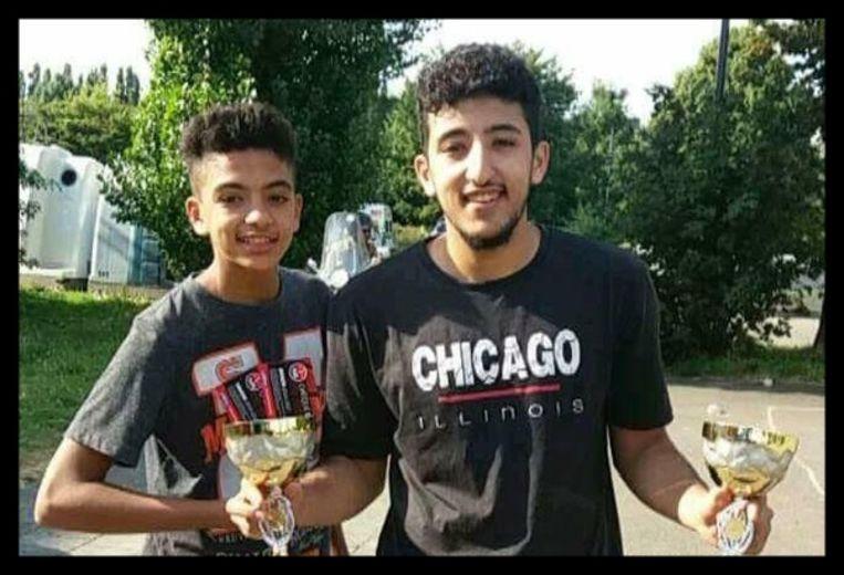 Mehdi en Ayoub Bouda: 'Mehdi en ik waren heel close. We deden bijna alles samen. De enige reden waarom hij niet bij mij was op de avond van zijn dood, was omdat ik de volgende dag examen had.'   Beeld RV