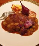 Stoverij van haas in rode wijn met zilveruitjes, pruim, raapjes, spek, rode kool en peertje Gieser Wildeman.