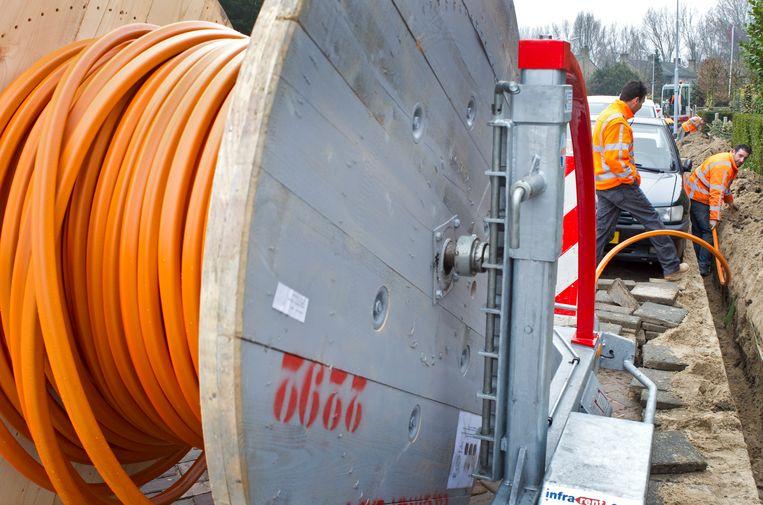 Het aanleggen van glasvezel kabelnet in Hoofddorp.  Beeld ANP XTRA