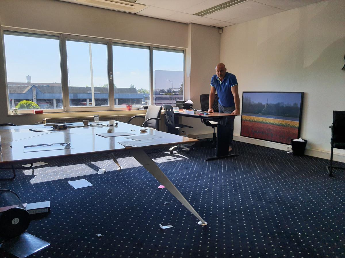 Waiel Shaker bij zijn kantoor van TCI Compiti, dat bij de inval door onder meer de Inspectie SZW voor een groot deel werd leeggehaald.