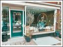 In het pand van Barista de Dominee in Schalkwijk was voorheen het 'gemakswinkeltje' van Nico en Annie van den Heuvel gevestigd.