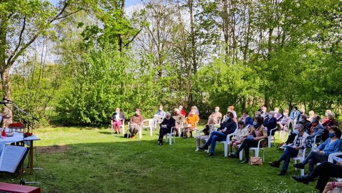 """Openluchtmis aan kerk van Ten Bos: """"Eindelijk weer samen bidden en zingen"""""""