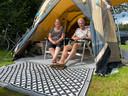 Eddy en Margreet Kleinsman uit Montfoort staan deze zomer op camping De Grimberghoeve in Notter.
