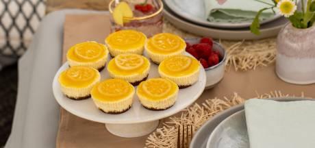 Wat Eten We Vandaag: Citroen-cheesecakejes met mangosaus