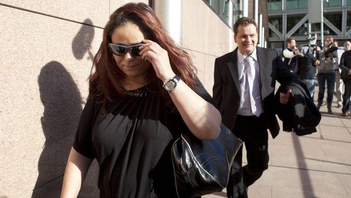Constanza Breukhoven verlaat de rechtbank in Den Haag. De 35-jarige vrouw zou haar vader voor dik 2,7 miljoen euro hebben bestolen.