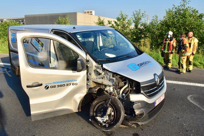 De bestelwagen liep ernstige averij op na het ongeval op de E17 in Deerlijk.